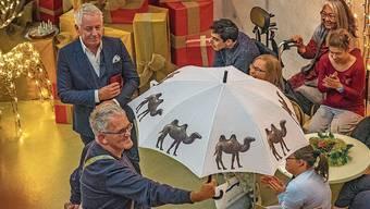 Wüstentiere auf Regenschirm: Welch Happy Day!