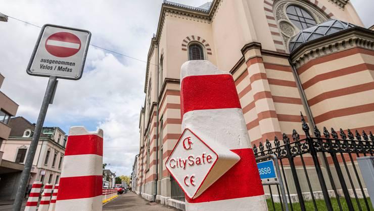 Verstärkte Sicherheitsmassnahmen um die Basler Synagoge nach den Anschlägen in Halle.