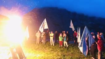 In Mürren im Berner Oberland protestierte die Alpen-Initiative am Samstagabend mit einem Mahnfeuer gegen die Zerstörung der Alpen als Folge des Klimawandels.