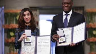 Die jesidische Aktivistin Nadia Murad und der kongolesische Gynäkologe Denis Mukwege am Montag in Oslo mit dem Friedensnobelpreis.