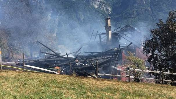 Weil die Feuerwehr nicht genug Wasser hatte, brannte in Flims SG ein Haus ab.