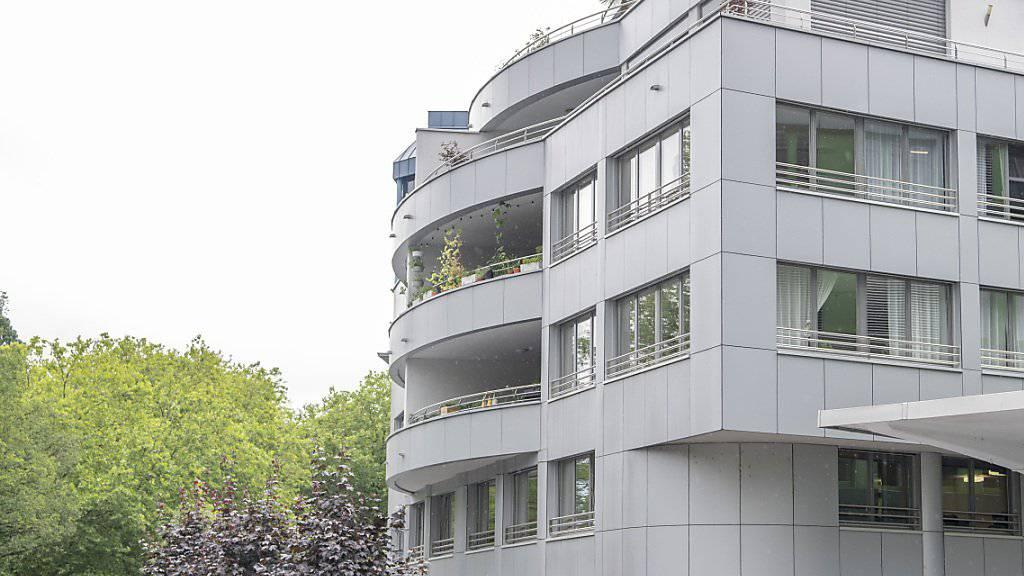 Das Kriminalgericht am Alpenquai in der Stadt Luzern: es hat einen Einbrecher im abgekürzten Verfahren zu einer bedingten Freiheitsstrafe verurteilt. (Archivaufnahme)