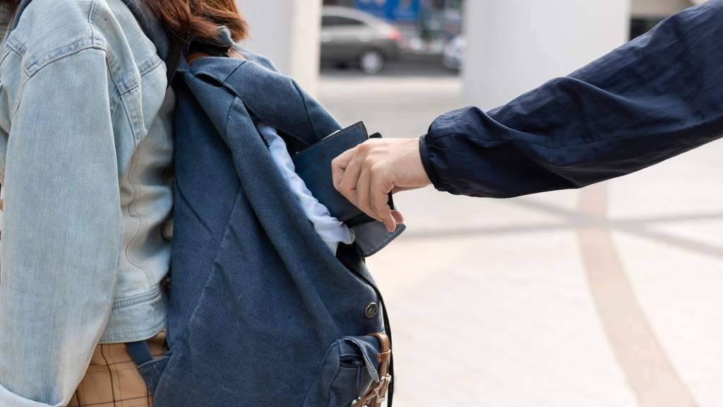 Taschendieb auf der Flucht angehalten und festgenommen