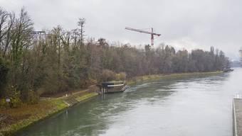 Baselbieter Kantonsgericht: Streit um das Rheinufer in Augst: Das Rheinufer in Augst beim Kraftwerk rheinabwärts fotografiert