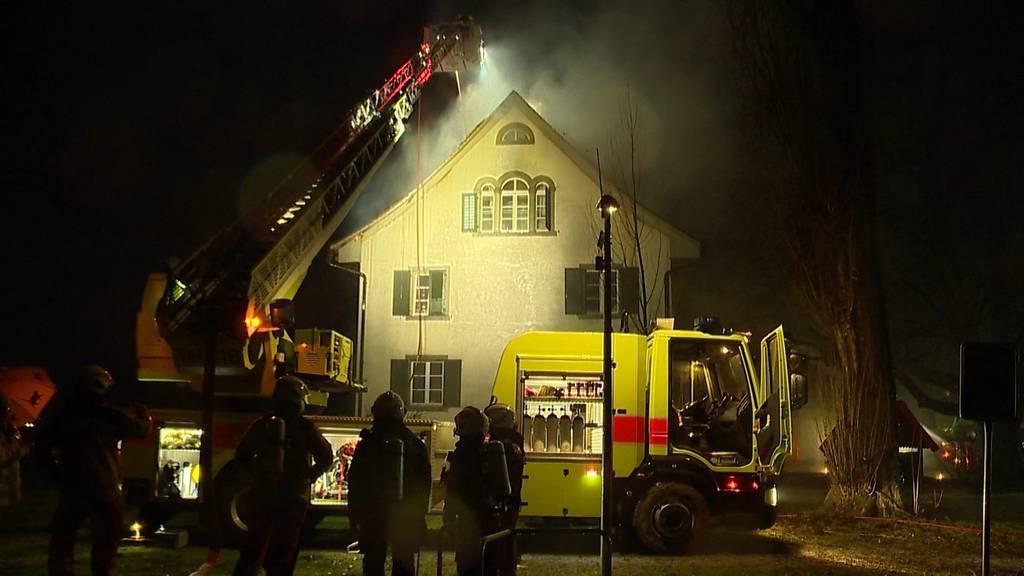 Brand in Mehrfamilienhaus in Uerikon (ZH): War es ein Blitzeinschlag?