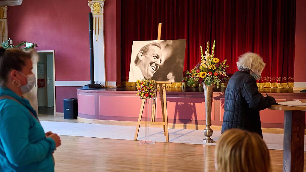 «Mach's gut, Herbert» - Fans verabschieden sich von Herbert Köfer