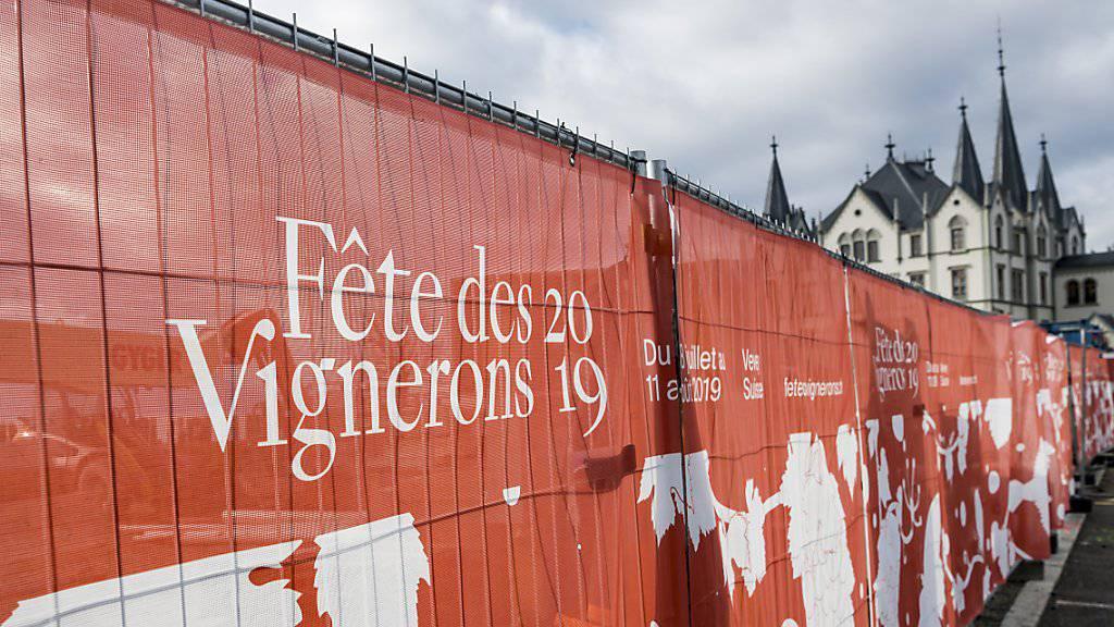 Baustelle der Arena der Fête des Vignerons auf dem Marktplatz in Vevey. Das Gewerbe soll entschädigt werden.(Archiv).