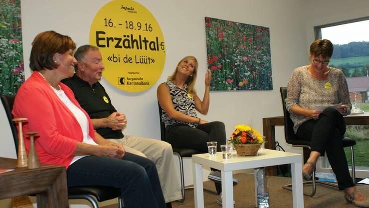 Am «Erzähltal»-Anlass im Sunnepark in Oberkulm lauschten über 100 Personen Hebamme- und Hauswart-Geschichten von früher und heute.
