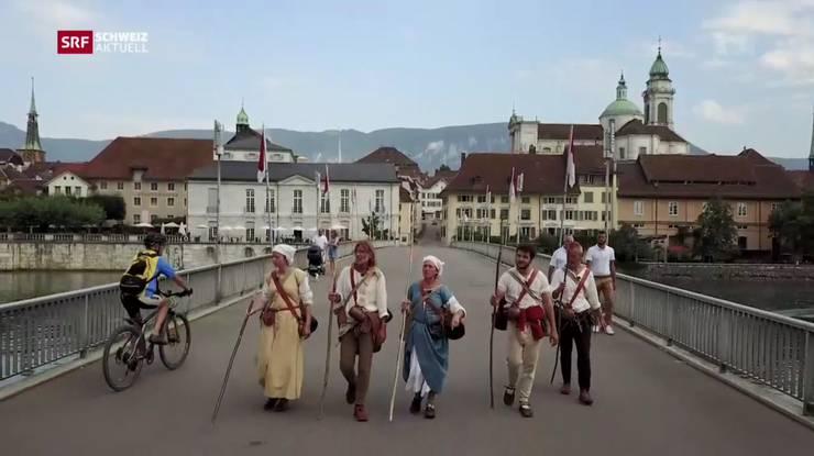 Und weiter gehts: Die fünf Pilgerer auf der Kreuzackerbrücke