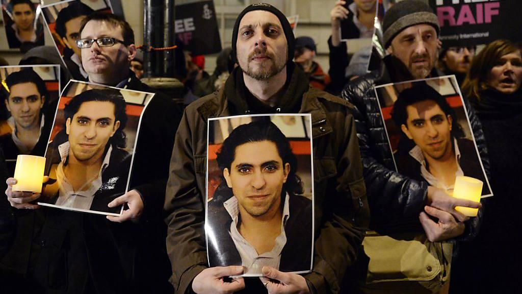 Saudischer Blogger Raif Badawi tritt in Haft in Hungerstreik