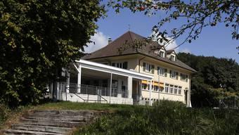 Ist Teil des Areals: Das alte Schulhaus Aetingen.