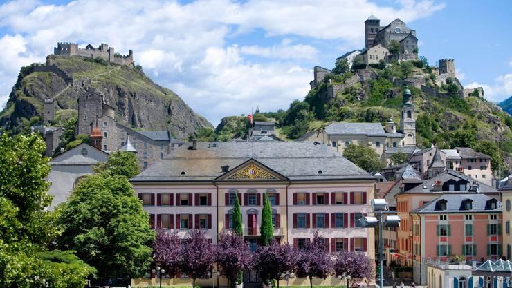Acht Kandidatinnen und Kandidaten wollen einen Sitz im Walliser Staatsrat erobern.