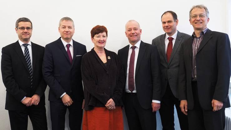 Der Oltner Stadtrat (von links): Benvenuto Savoldelli, Thomas Marbet, Iris Schelbert, Stadtpräsident Martin Wey, Peter Schafer und Stadtschreiber Markus Dietler.