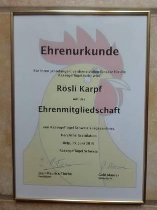 Ehrenmitgliedschaft für Rösli Karpf bestätigt von Präsident: Jean-Mauriche Tieche, Le Locle und Sekretärin, Gabi Maurer, Röthenbach.