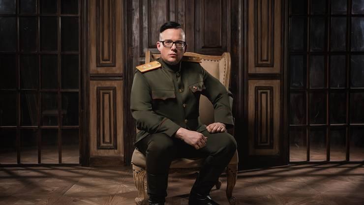 Aktuell zeigt sich Bandleader Rainer gerne in Uniform mit Anlehnung an die Sowjets.