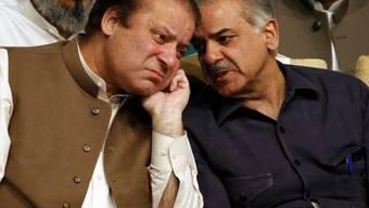 Shabaz Sharif (rechts), der jüngere Bruder des des abgesetzten Nawaz Sharif, soll neuer Premierminister Pakistans werden.