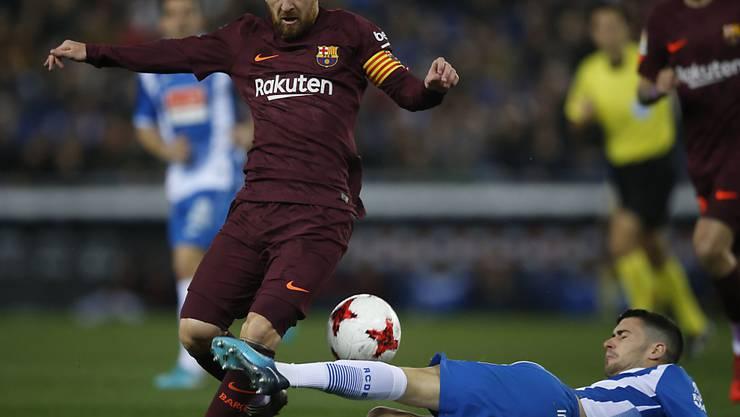 Kein Durchkommen: Barcelonas Lionel Messi bleibt an Espanyol-Verteidiger Aaron Martin hängen