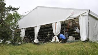 Das Zelt mit der Zuschauertribüne blieb stehen, die Feuerwehr brachte zusätzliche Sicherungen an.