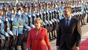 Empfang mit militärischen Ehren für Bundeskanzlerin Merkel. Rechts von ihr der serbische Regierungschef Aleksander Vucic