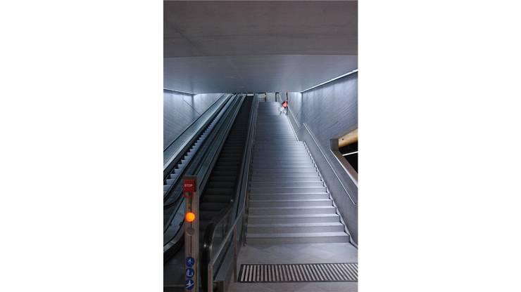 Treppenabgang zum neuen Bahnhof Löwenstrasse unter dem Hauptbahnhof Zürich.
