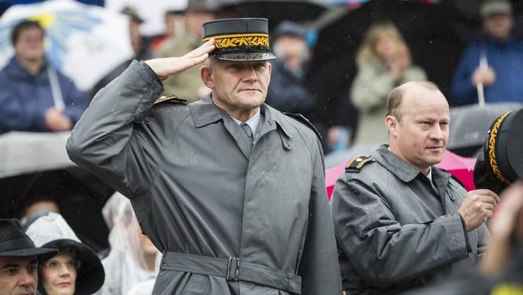 Mit seiner Versetzung nach Washington bricht der Bundesrat ein Versprechen: Korpskommandant Daniel Baumgartner (links).