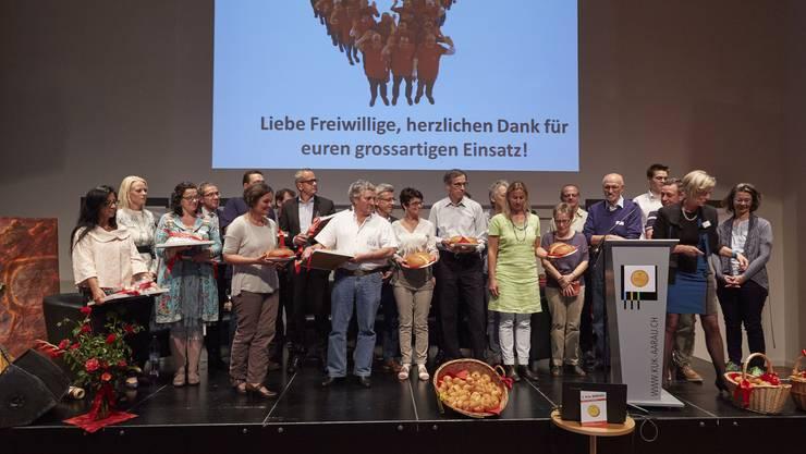 Gewinner und Jury vereint auf der Bühne im Kultur- und Kongresshaus Aarau