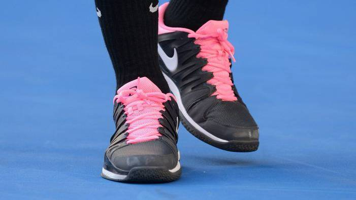 Auch Stars tragen rosa Schuhe: Roger Federer während des Matchs.