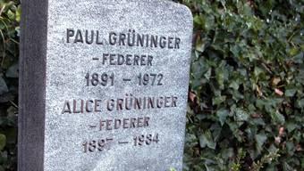 Das Grab von Paul Grüninger und seiner Frau Alice auf dem Friedhof in Au im Kanton St. Gallen (Archiv)