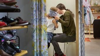Ein zweiwöchiger Adoptionsurlaub hängt seit Jahren in der Schwebe. Der Nationalrat will der Idee noch einmal eine Chance geben. (Themenbild)