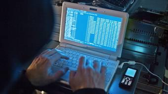 Ein Hacker in Aktion (Symbolbild)