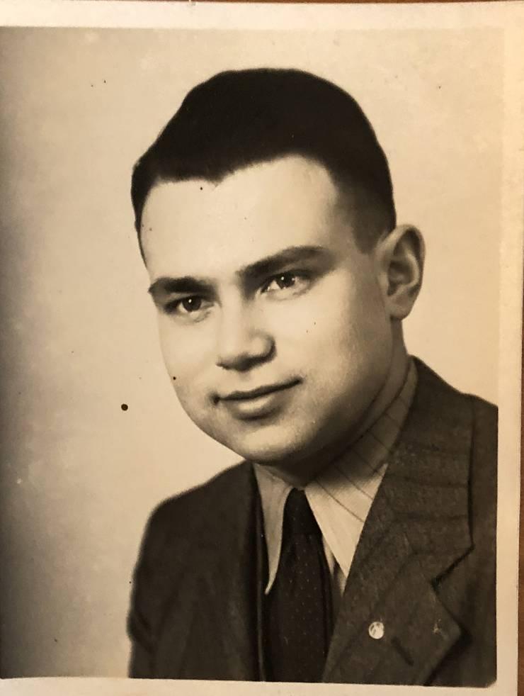 Walter Strauss um 1943. Da lebte er bereits in Baden und arbeitete in der Kleiderfabrik seines Onkels.