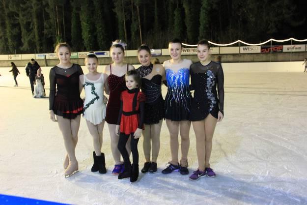 Elena Studer, Jessica Gloor, Corina Limacher, Anna Verena Barca, Sarah Stadelmann, Lilian Schoop und Alison Fischer (vorne)