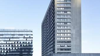 Im Turm des Zürcher Stadtspitals Triemli sollen Teile der Frauenklinik integriert werden. (Archivbild)