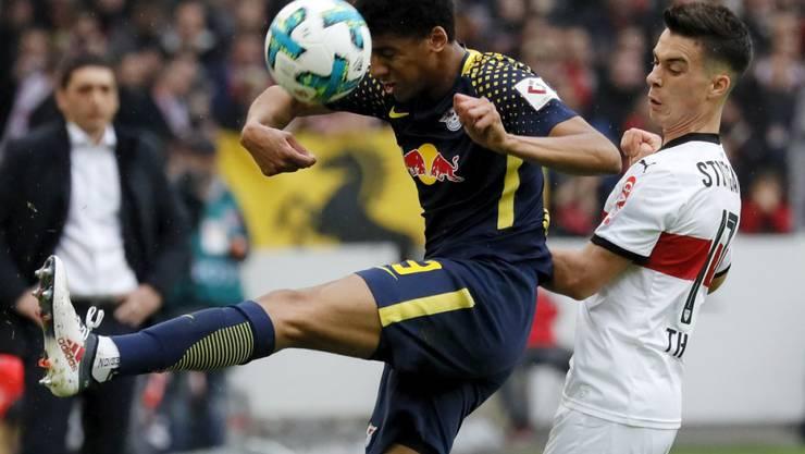 Viel Kampf und keine Tore zwischen Leipzig (mit Bernardo, links) und Stuttgart (Tommy Erik)