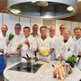 Die elf Köche der Ziebelichuchi Oensingen. Ganz links der Klubpräsident Rolf Heller.