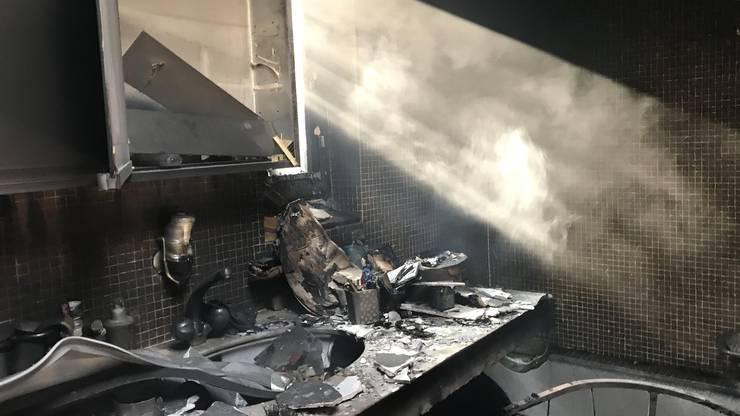 Gemäss den bisherigen Erkenntnissen brach das Feuer im Badezimmer des Einfamilienhauses aus.