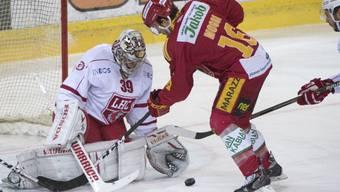 Langnaus 1:0-Torschütze Claudio Moggi beschäftigt Lausanne-Keeper Cristobal Huet