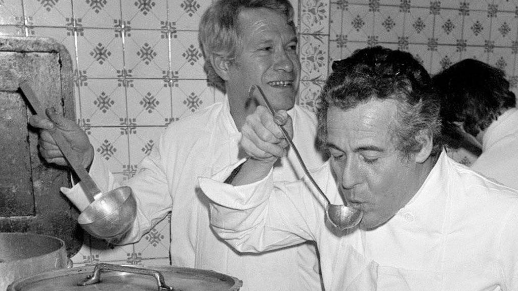 """Die """"Gault Millau""""-Gründer Henri Gault (l.) und Christian Millau (r.) in einer Aufnahme aus dem Jahr 1977. (Archiv)"""