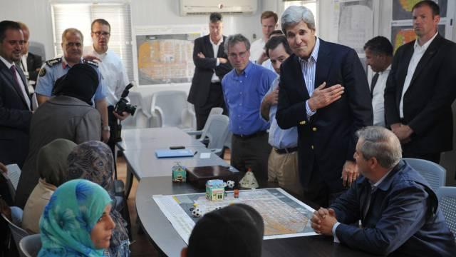 US-Aussenminister John Kerry spricht mit syrischen Flüchtlingen