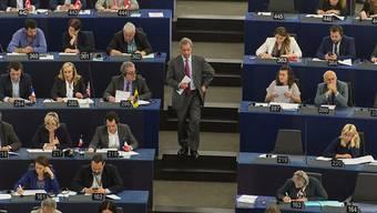 Nigel Farage im EU-Parlament auf dem Weg zum Rednerpult: Seine Fraktion brauchte EU-Parteigelder für den Brexit-Wahlkampf - nun muss die Fraktion den Betrag teilweise zurückzahlen. (Archiv)
