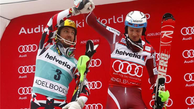 Henrik Kristoffersen (r.) führt im Slalom-Privatduell gegen Marcel Hirscher (l.).