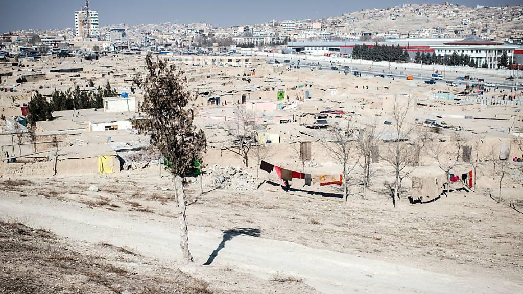 Blick auf ein Flüchtlingslager in Kabul. Foto: Arne Bänsch/dpa