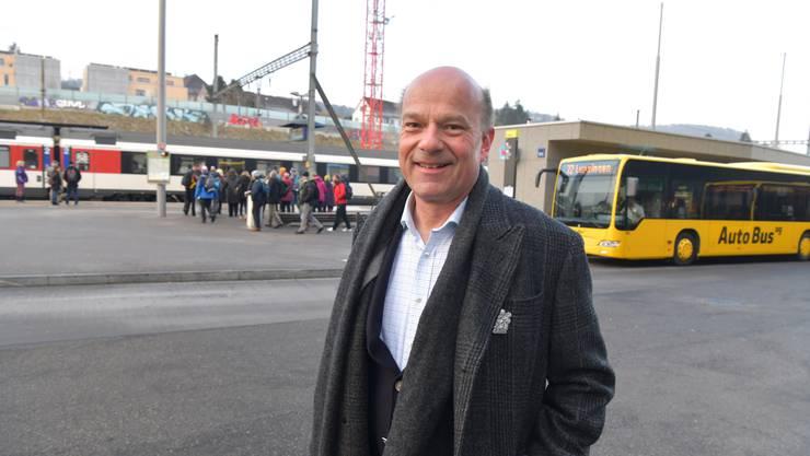 Für TNW-Geschäftsführer Adrian Brodbeck liegen die Vorteile des U-Abos in seiner Einfachheit: Das Abo ist auf allen Verkehrsmitteln gültig.