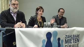 Viel zu spät: Carlo Sommaruga, Vizepräsident des Schweizerischen Mieterverband (SMV) mit Präsidentin Marina Carobbio und Co-Vizepräsident Balthasar Glaettli (von links) an der gestrigen Medienkonferenz.