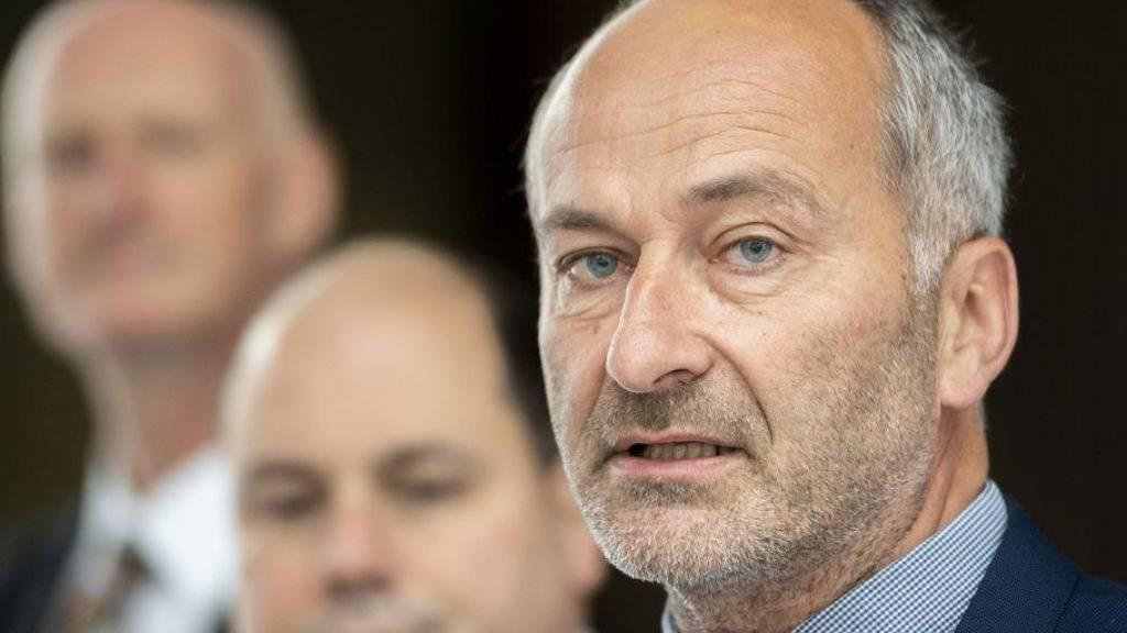 Konrad Langhart, Präsident der SVP des Kantons Zürich, hat nach der Wahlschlappe vom vergangenen Sonntag seinen Rücktritt angekündigt, ebenso wie die Vizepräsidenten Gregor Rutz und Stefan Schmid, Parteisekretär Roland Scheck sowie der stellvertretende Parteisekretär Christoph Bähler.