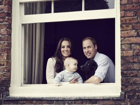 Prinz George mit seinen Eltern (Archiv)