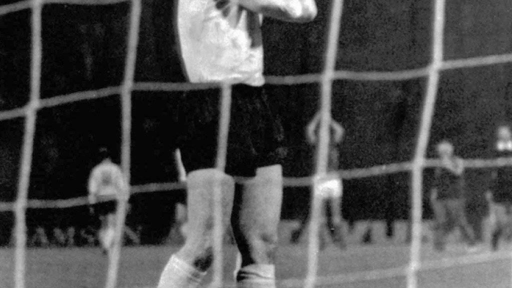 Bei Deutschlands Final-Niederlage gegen die Tschechoslowakei im Penaltyschiessen die tragische Figur: Uli Hoeness