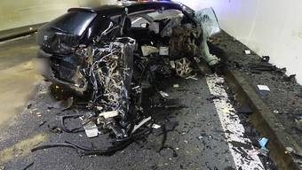 Auf der A1 sind in der Nacht auf Samstag zwei Fahrzeuge zusammengeprallt - es gab zwei Schwerverletzte.