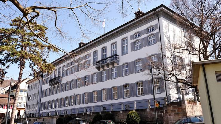 Mit der am Mittwoch veröffentlichten Vorlage beantragt die Regierung dem Parlament die Umwidmung der Liegenschaften vom Verwaltungs- ins Finanzvermögen des Kantons. (Archiv)