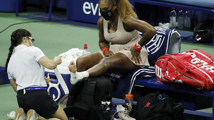 Serena Williams muss sich gegen Viktoria Asarenka an der Achillessehne behandeln lassen